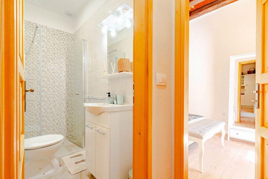 silva-apartment-vela-luka-bathroom-08-2020-pic-02
