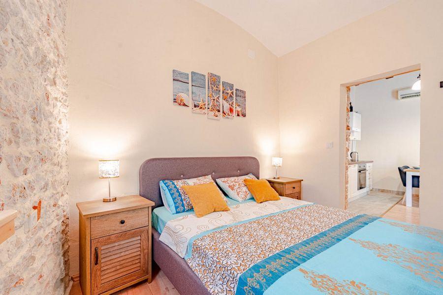 silva-apartment-vela-luka-bedroom1-08-2020-pic-01
