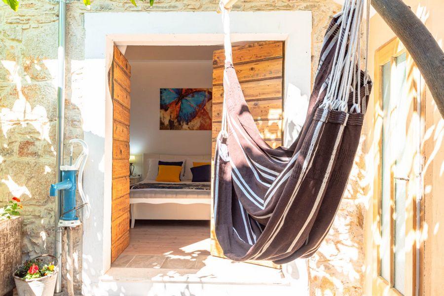 silva-apartment-vela-luka-courtyard-08-2020-pic-02