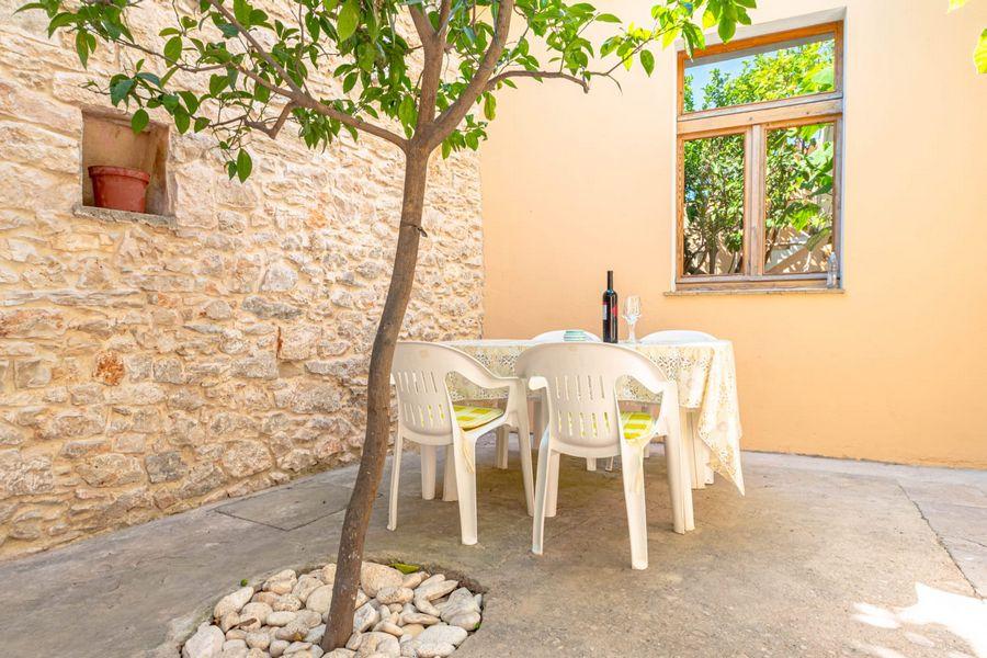 silva-apartment-vela-luka-courtyard-08-2020-pic-06