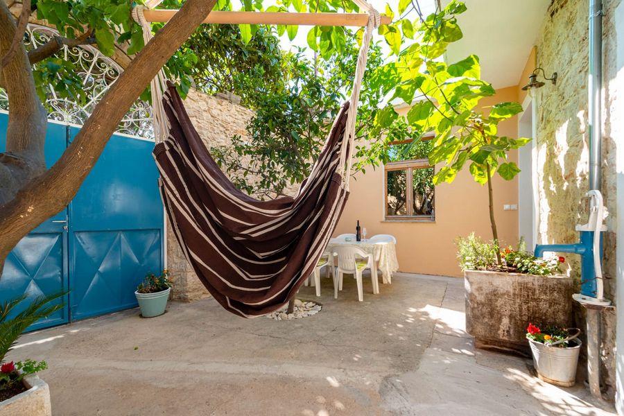 silva-apartment-vela-luka-courtyard-08-2020-pic-07