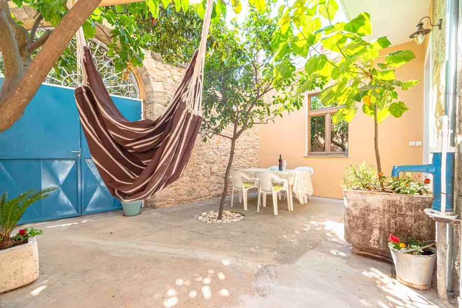 silva-apartment-vela-luka-courtyard-08-2020-pic-08