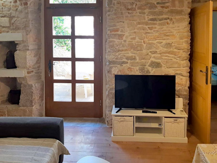 silva-apartment-vela-luka-kitchen-livingroom-02