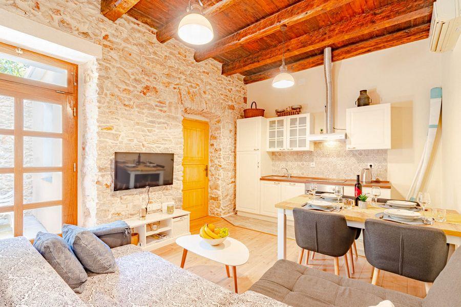 silva-apartment-vela-luka-livingroom-08-2020-pic-02